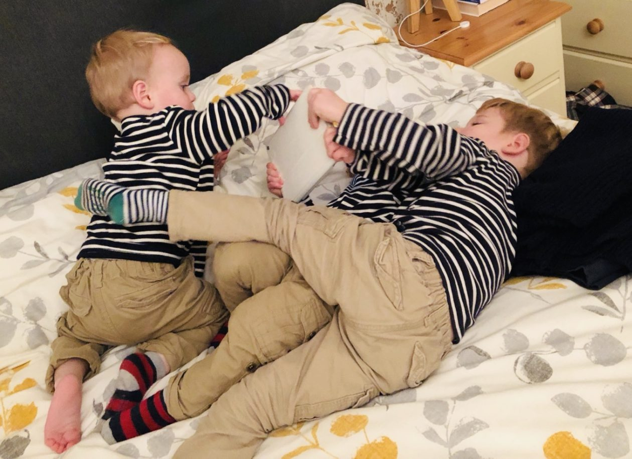 twins fight over ipad