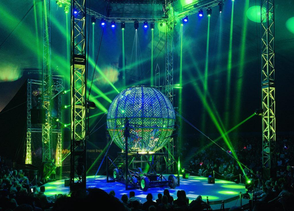 Circus Extreme stunt riders