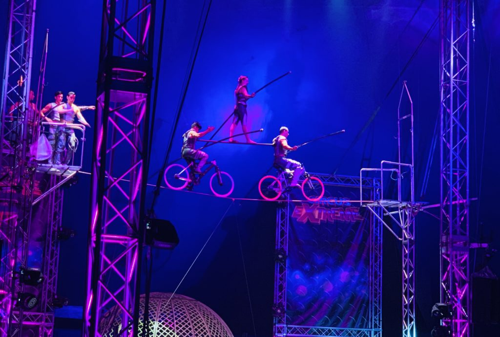 Circus Extreme tightrope performers
