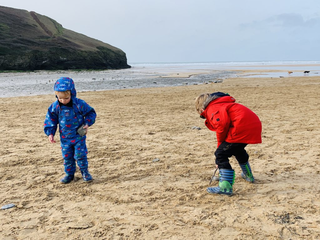 Children on Mawgan Porth beach