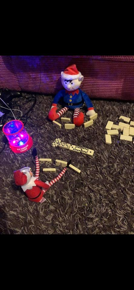 Elf toys - playing dominos
