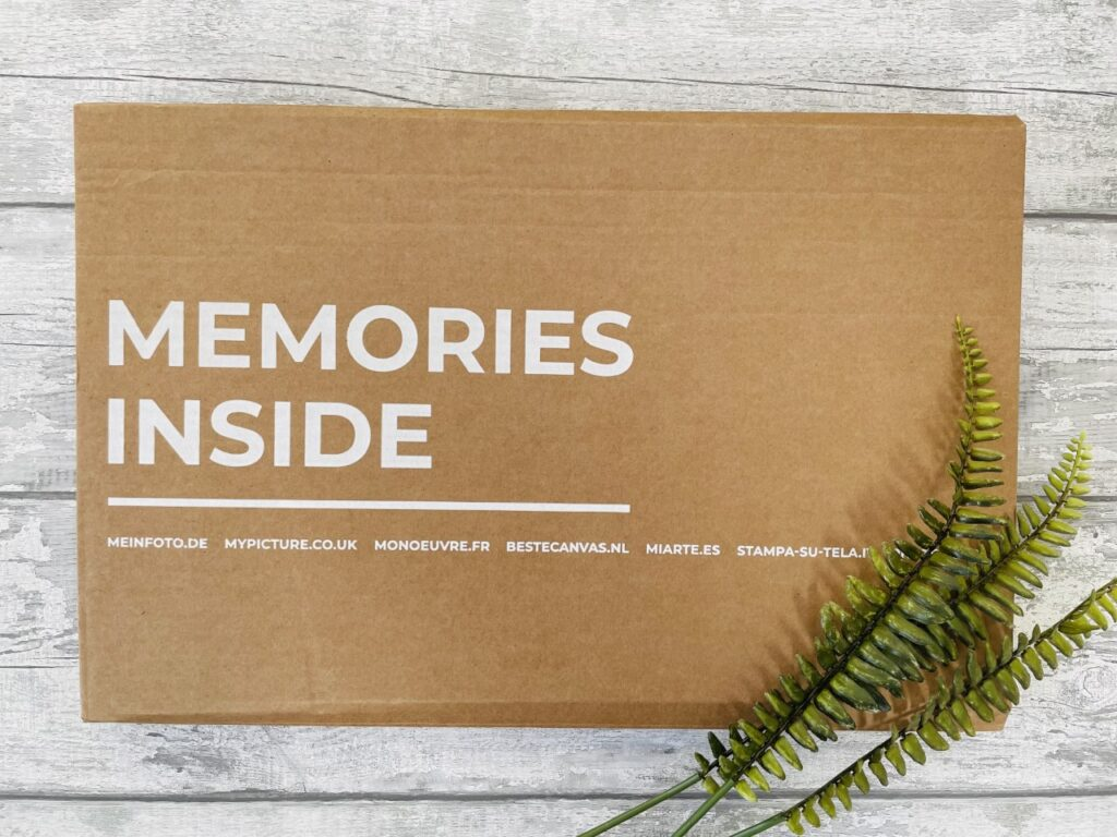 Cardboard box with the word 'memories inside' on a grey background