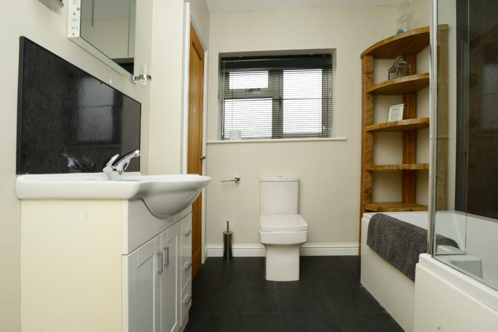 Gwelmor bathroom