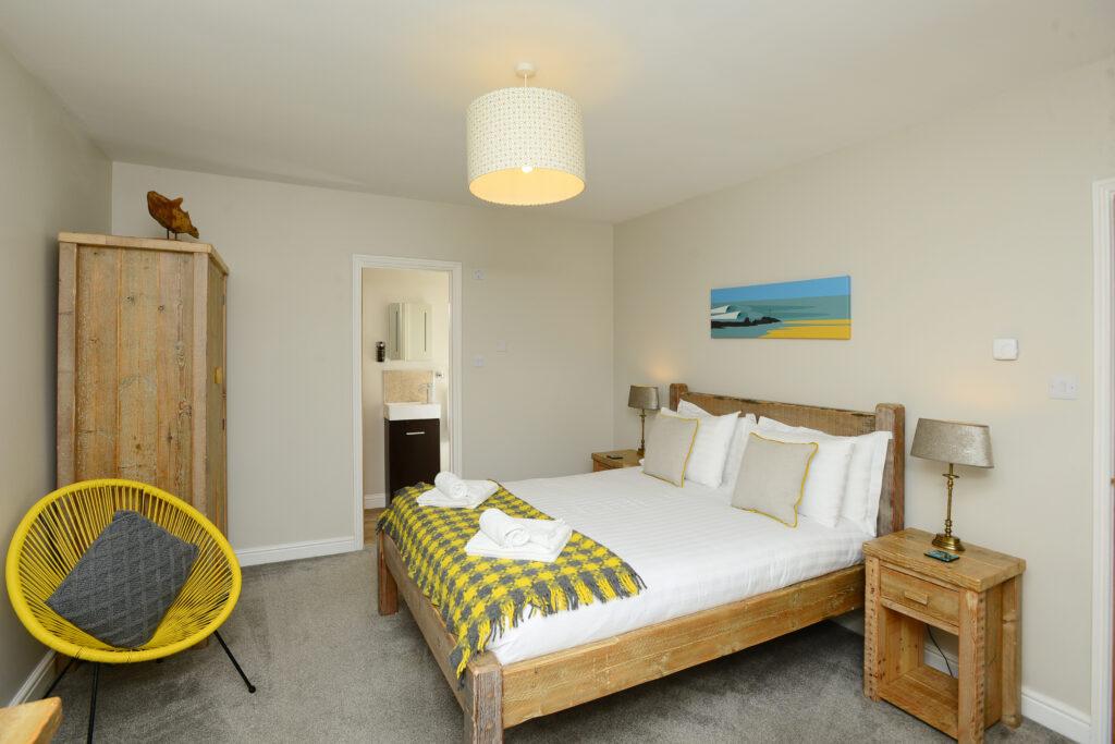 Gwelmor king size bedroom